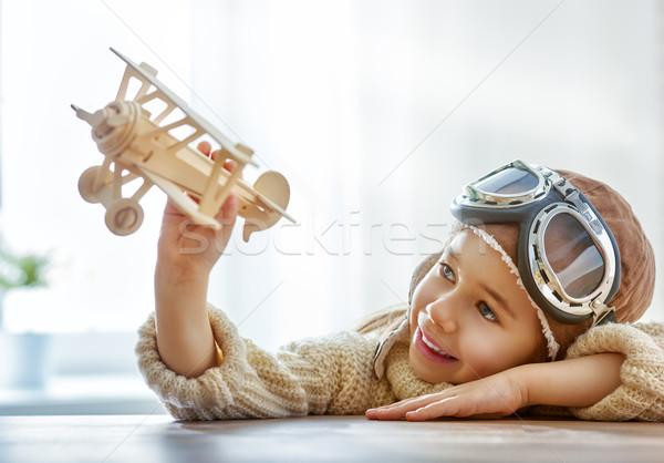 Stock foto: Mädchen · spielen · Spielzeug · Flugzeug · glücklich · Kind