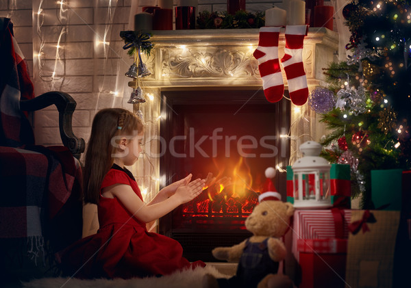 Meisje haard handen boom home vak Stockfoto © choreograph