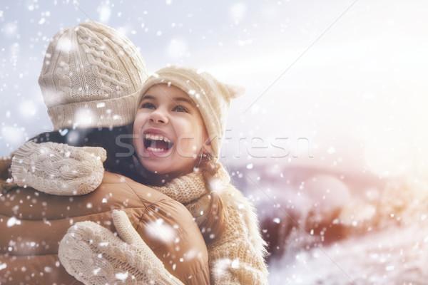 Famille saison d'hiver heureux affectueux mère enfant Photo stock © choreograph
