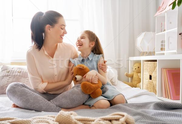 Foto stock: Madre · hija · jugando · mamá · nino