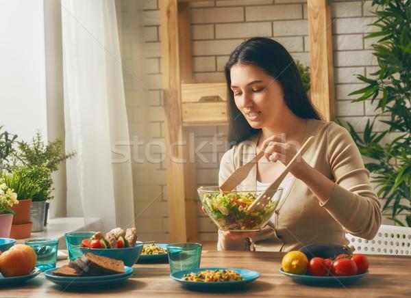 Foto d'archivio: Donna · famiglia · cena · alimentare · legno