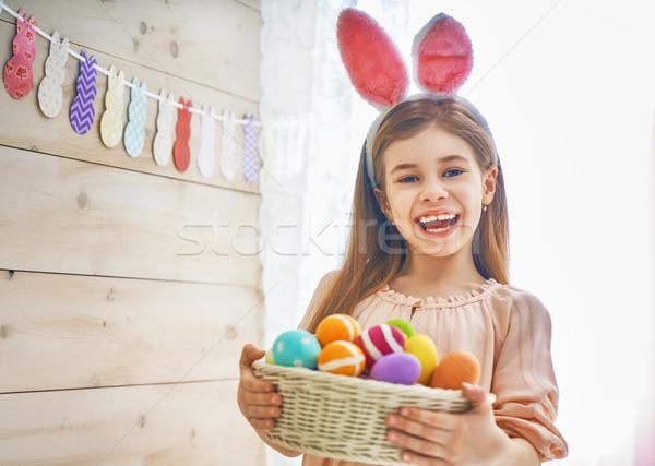 Nina cesta pintado huevos cute Foto stock © choreograph