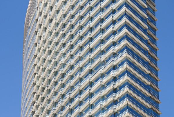 Bâtiment modernes acier bâtiment de verre ciel bleu design Photo stock © chrisbradshaw