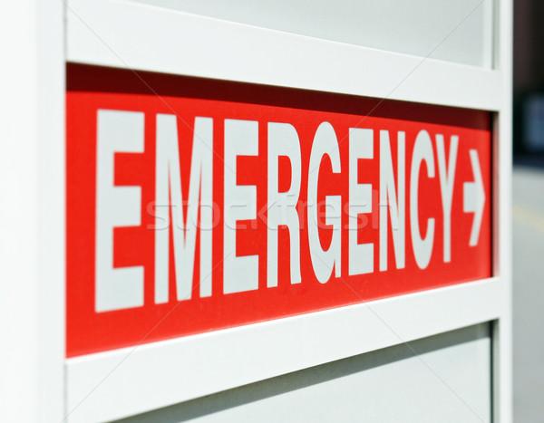 Emergenza segno rosso ingresso medicina help Foto d'archivio © chrisbradshaw