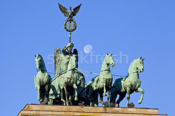 Portão de Brandemburgo Berlim portão Alemanha lua estátua Foto stock © chrisdorney