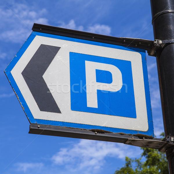 Parking signe véhicules route ville Photo stock © chrisdorney