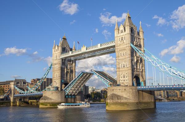 Tower Bridge open fiume thames Londra ponte Foto d'archivio © chrisdorney