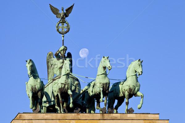 Brandenburgi kapu Berlin Németország hold szobor kapu Stock fotó © chrisdorney