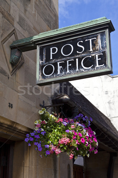 Ouderwets postkantoor brits platteland bloem mand Stockfoto © chrisdorney