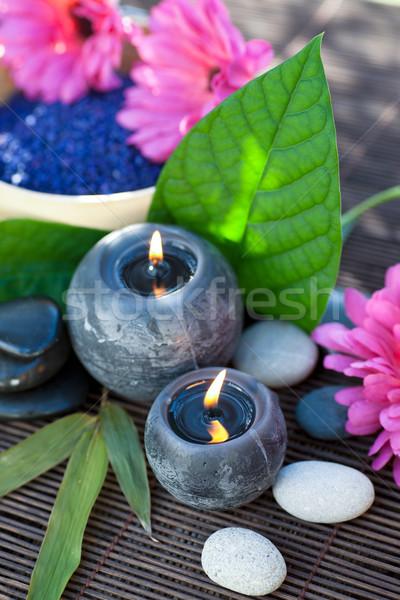 Foto d'archivio: Benessere · candele · legno · terra · fiori