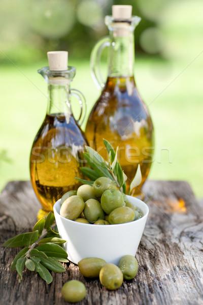 Huile d'olive fraîches coeur olive nutrition organique Photo stock © ChrisJung