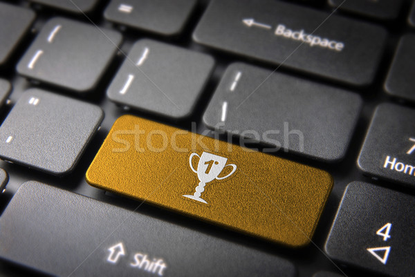 Goud trofee toetsenbord sleutel entertainment icon Stockfoto © cienpies