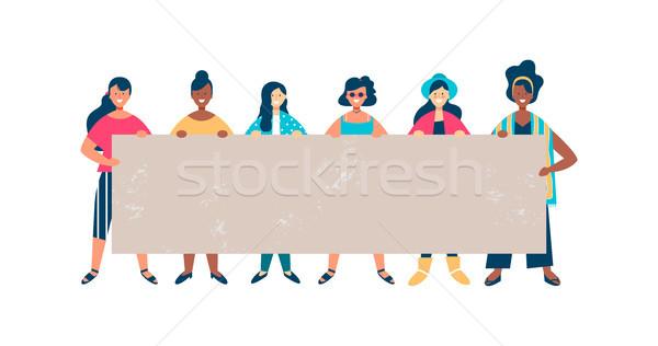 Sokoldalú nő barát csoport tart üres Stock fotó © cienpies