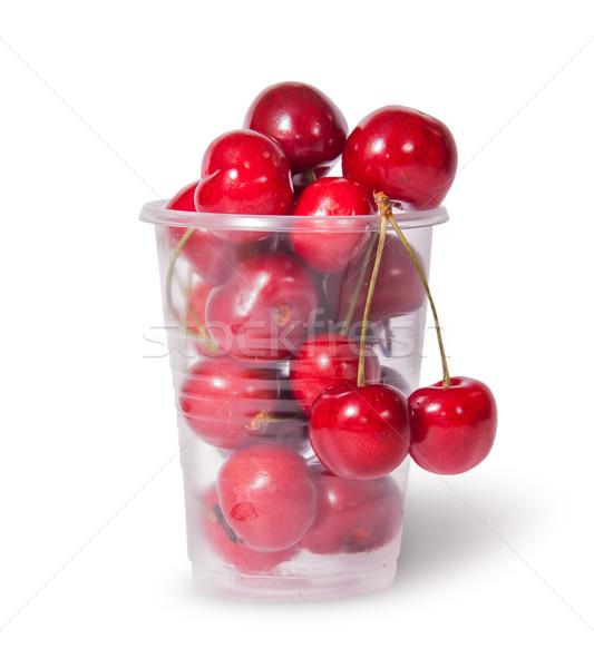Rojo jugoso dulce cerezas plástico taza Foto stock © Cipariss