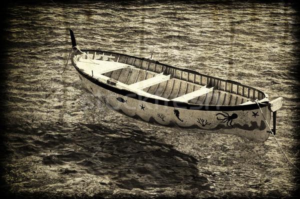 Oude roeiboot gekleurd strand water papier Stockfoto © cla78
