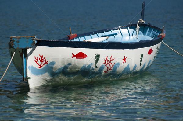 Oude roeiboot gekleurd strand water oceaan Stockfoto © cla78