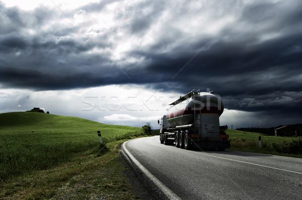 Vrachtwagen witte lopen weg hemel wolken Stockfoto © cla78