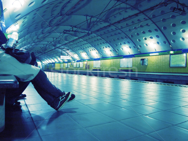 Tube gare personnes attente train bleu Photo stock © claudiodivizia
