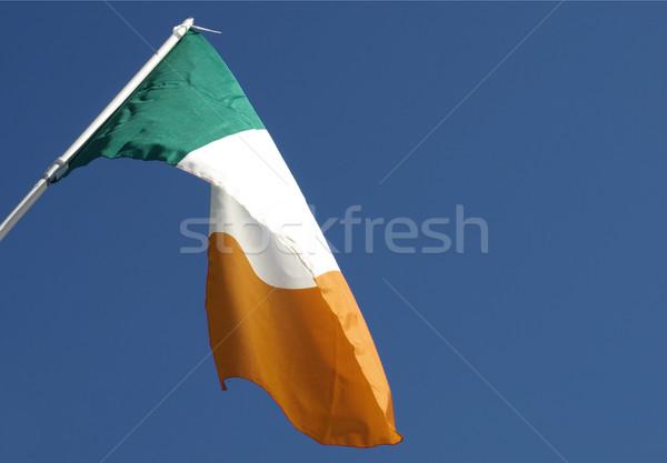 Ierse vlag blauwe hemel achtergrond Stockfoto © claudiodivizia