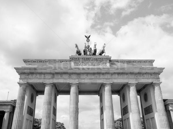 Berlin Brandenburg Kapısı ünlü işaret Almanya siyah beyaz Stok fotoğraf © claudiodivizia