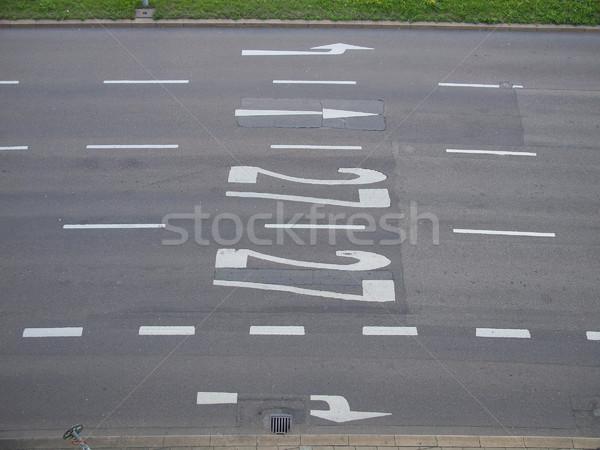 Jelzőtábla utca sáv felirat festett fehér Stock fotó © claudiodivizia