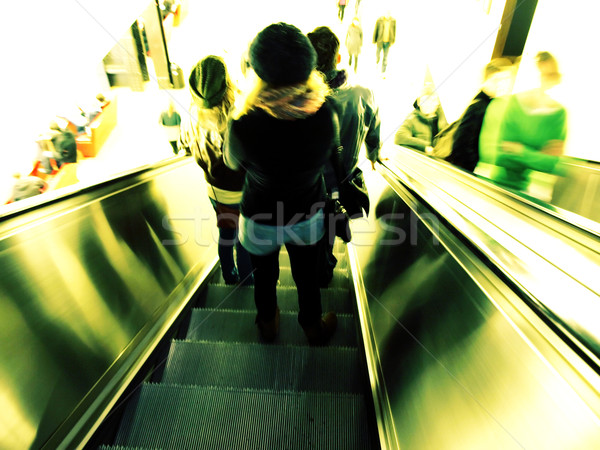 Roltrap mensen beneden hoog sleutel Stockfoto © claudiodivizia
