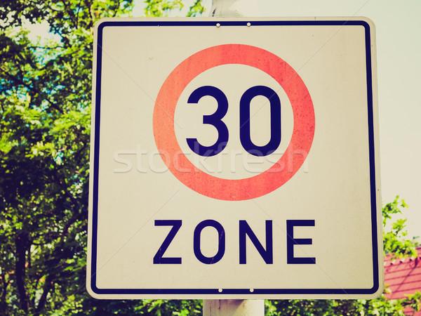 Retro veja limite de velocidade assinar vintage olhando Foto stock © claudiodivizia