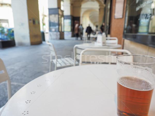 Cerveza inglesa cerveza pinta británico pub mesa Foto stock © claudiodivizia