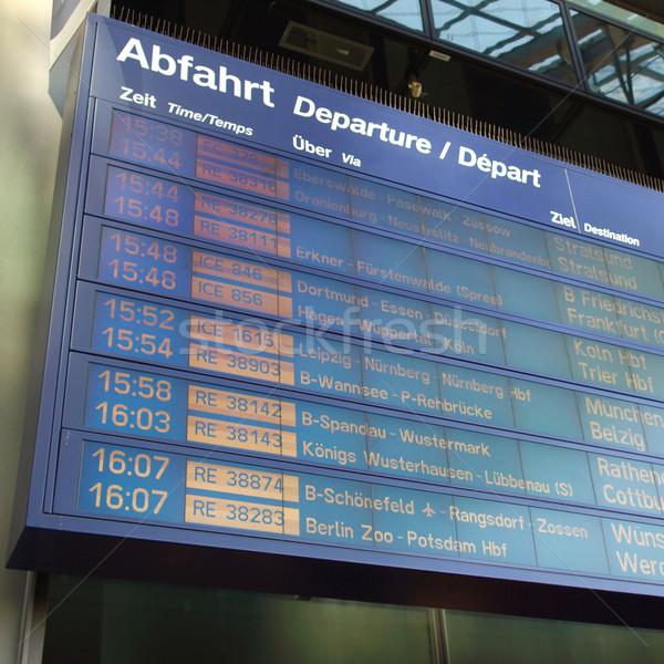 Zeitplan Display Bildschirm Abfahrten Station Flughafen Stock foto © claudiodivizia