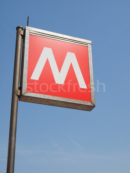 Metra podpisania podziemnych metra rur znak drogowy Zdjęcia stock © claudiodivizia