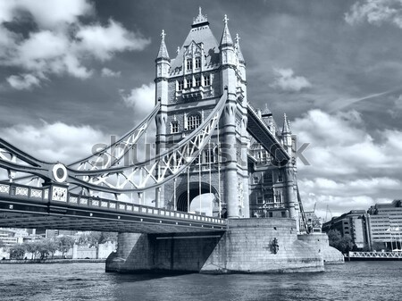 Tower Bridge Londres rio alto dinâmico Foto stock © claudiodivizia