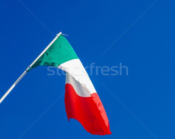 Drapeau italien pavillon Italie ciel bleu ciel bleu Photo stock © claudiodivizia