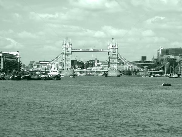 Tower Bridge Londres rio alto dinâmico Foto stock © claudiodivizia