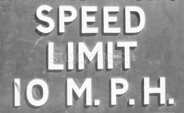 Limite de velocidade assinar sinaleiro 10 mph estrada Foto stock © claudiodivizia