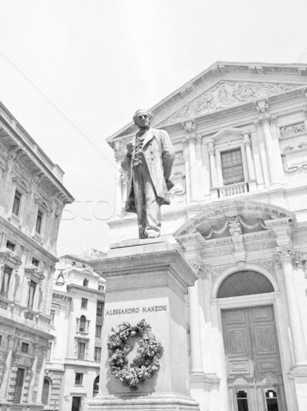 Standbeeld milaan schrijver kerk Italië godsdienst Stockfoto © claudiodivizia