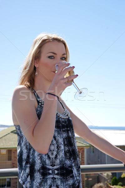 Mulher jovem vidro vinho ao ar livre café restaurante Foto stock © clearviewstock