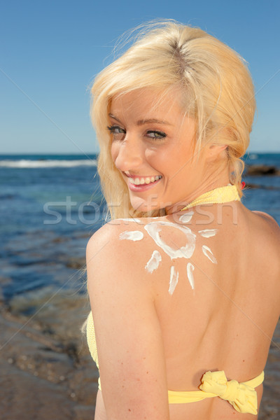 Mulher jovem protetor solar sol belo forma mar Foto stock © clearviewstock
