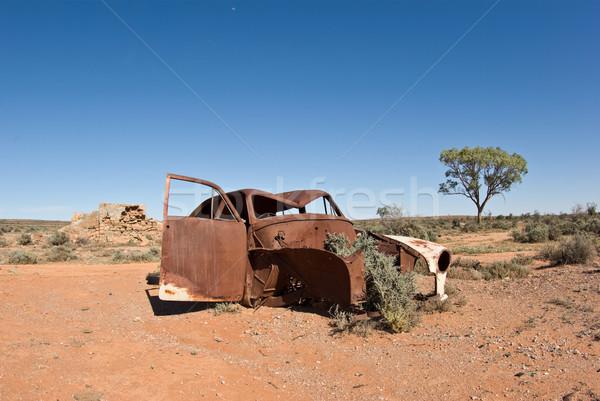 Stary samochód pustyni obraz z dala samochodu Zdjęcia stock © clearviewstock