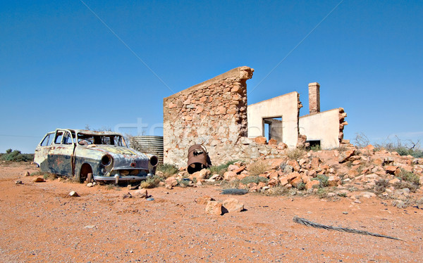Stary samochód ruiny budynku pustyni samochodu vintage Zdjęcia stock © clearviewstock