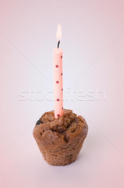Faible gâteau d'anniversaire une bougie peu Photo stock © clearviewstock
