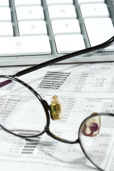 Business financieren grafieken werken computer krant Stockfoto © cmcderm1