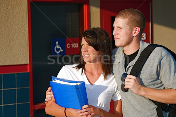 Faculdade estudantes jovem fora sala de aula público Foto stock © cmcderm1