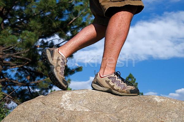 Szlak uruchomiony runner wspinaczki stromy rock Zdjęcia stock © cmcderm1