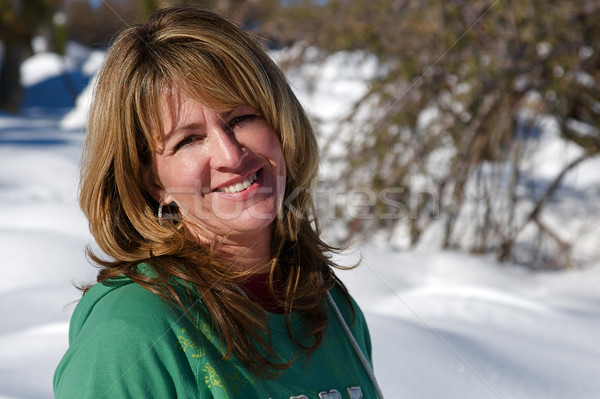 Winter wonderland jonge vrouw genieten vers sneeuw Stockfoto © cmcderm1