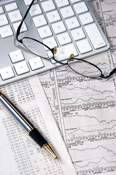 üzlet pénzügy grafikonok dolgozik számítógép újság Stock fotó © cmcderm1