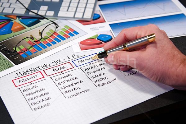 Iş İş stratejisi grafikler bilgisayar kalem Stok fotoğraf © cmcderm1