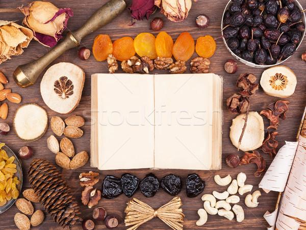 Autunno ricette girare vecchio libro ambiente dadi Foto d'archivio © Coffeechocolates