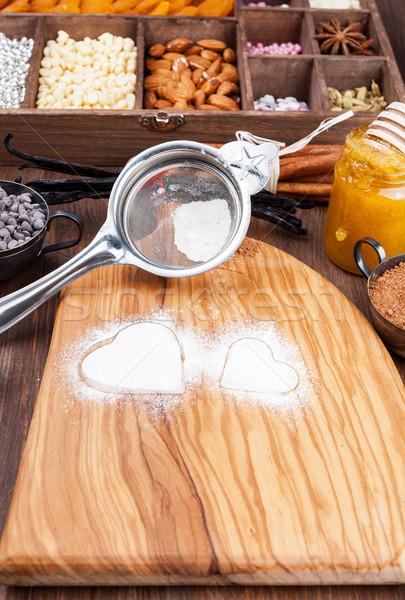 Doce coração forma oliva sobremesa Foto stock © Coffeechocolates