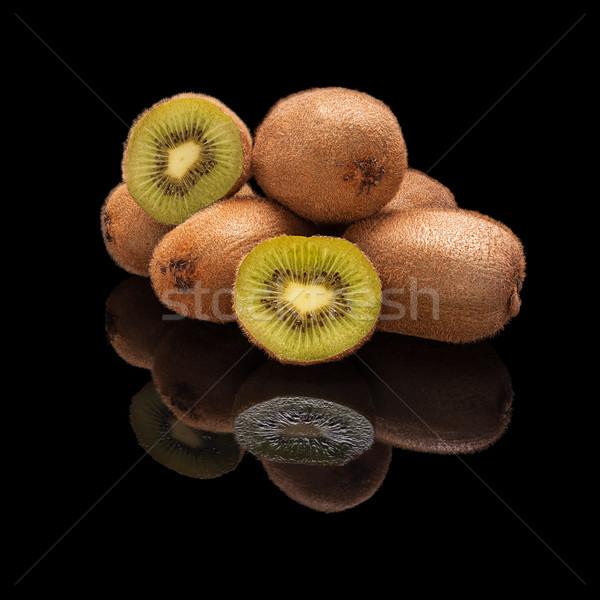 Kiwi frutas todo corte aislado Foto stock © Coffeechocolates