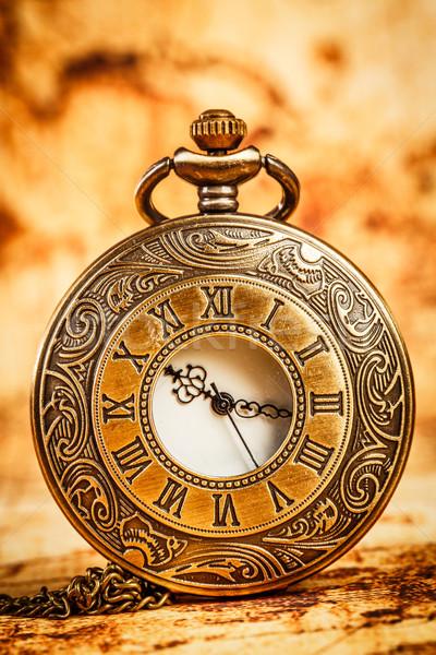 Vintage relógio de bolso antigo fundo tempo cadeia Foto stock © cookelma